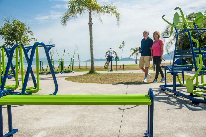 Ejemplos de aparatos de ejercicio en parques parques for Para desarrollar un parque ajardinado