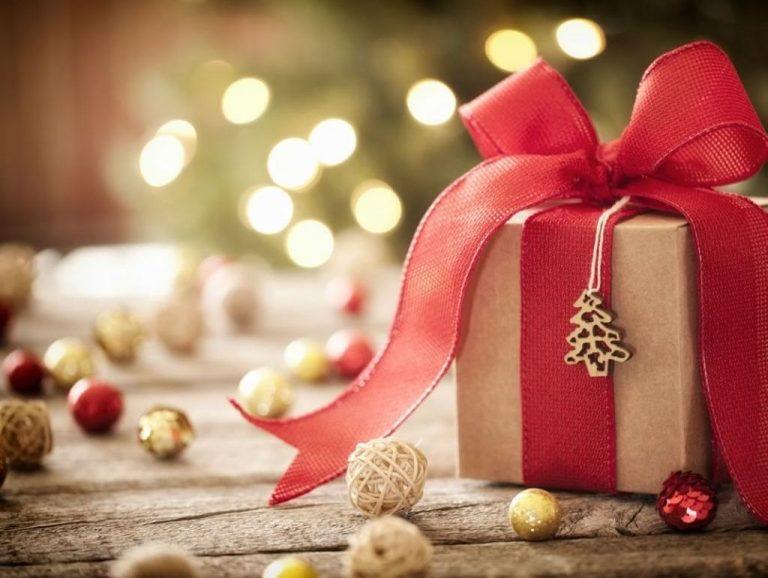 Regalos navideños para los necesitados - Parques Alegres I.A.P.